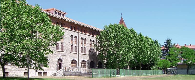 Exterior del edificio de la UNED VItoria