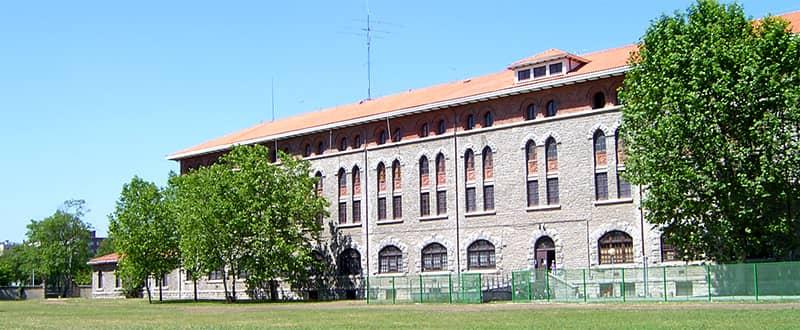 FAchada edificio del Seminario de la UNED VItoria
